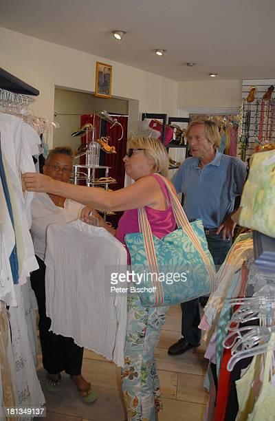Horst Janson Ehefrau Hella InselAusflug Bridgtown EinkaufsCenter PelicanCity Insel Barbados Karibik Boutique Einkauf Hochzeitskleid LadenGeschäft...