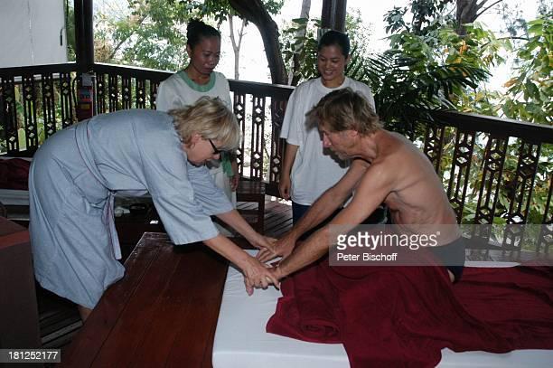 Horst Janson Ehefrau Hella Janson HotelAngestellte Ausflug neben den Dreharbeiten zur ARDReihe Unter weißen Segeln Folge 6 Träume am Horizont alter...