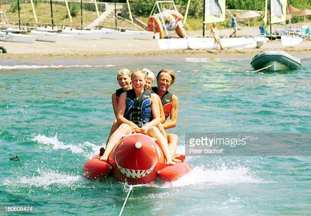 Horst Janson Ehefrau Hella Janson Tochter LauraMaria Janson Tochter SarahJane Janson Sarigerme/Türkei Europa Club Aldiana Meer Wasser Banane...