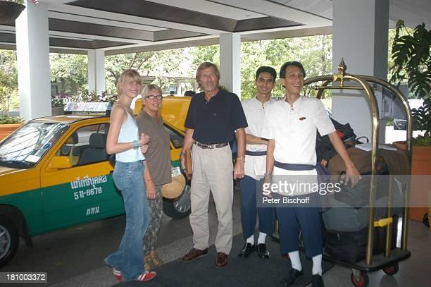 Horst Janson Ehefrau Hella Janson Tochter LauraMaria Janson Hotelangestellte Urlaub Bangkok/Thailand/Asien Marriott Hotel Schauspieler Koffer Taxi...