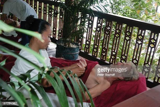 Horst Janson HotelAngestellte Ausflug neben den Dreharbeiten zur ARDReihe Unter weißen Segeln Folge 6 Träume am Horizont alter Titel Am Wind ins...