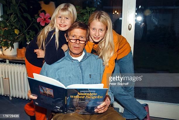 Horst Janson mit den Töchtern SarahJaneund LauraMaria Homestory MünchenWeihnachten