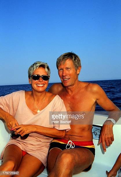 Horst Janson mit Ehefrau Hella, Antalya, Türkei, Europa, privat, Urlaub, Sommerurlaub, Wasser, Meer;Sonnenbrille, Bootsausflug, Paar, Schauspieler,...
