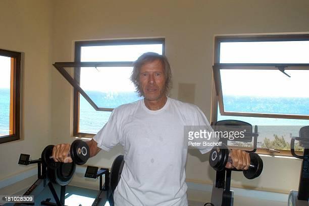 Horst Janson Sarigerme/Türkei/Europa Club Aldiana Türkische Ägäis Urlaub Schauspieler FitnessRaum Hanteln Sport Sportkleidung Krafttraining Promis...