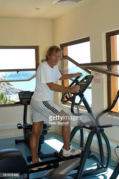 Horst Janson Sarigerme/Türkei/Europa Club Aldiana Türkische Ägäis Urlaub Schauspieler FitnessRaum Steptrainer Sport Sportkleidung Krafttraining...