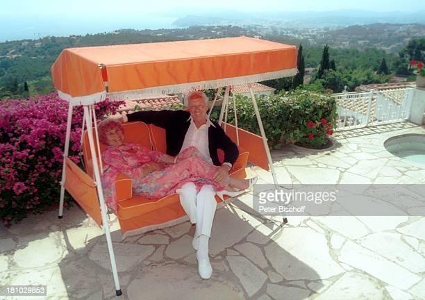 Horst Keitel Ehefrau Hertha Kravina Homestory Villa Lloret de Mar/Costa Brava/Spanien Schauspieler Garten HollywoodSchaukel Promis Prominenter...