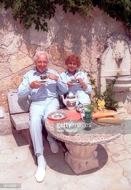 Horst Keitel, Ehefrau Hertha Kravina, Homestory, Villa, Lloret de Mar/Costa Brava/Spanien, , Schauspieler, Garten, Kaffee, frühstücken, Promis,...