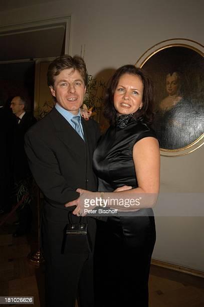 Horst Kummeth Ehefrau Eva Verleihung Bayerischer Filmpreis München CuvilliŽs Theater Foyer umarmen