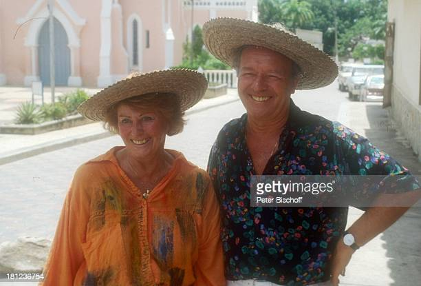 Horst Naumann Ehefrau Christa Naumann neben den Dreharbeiten zur ZDFReihe 'Traumschiff' Folge 20 'Südafrika' Insel 'Isla...