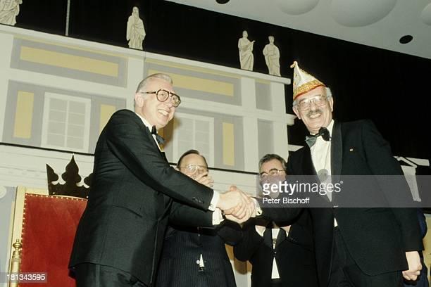 """Horst Tappert , Eduard Zimmermann , Namen auf Wunsch, Verleihung des """"Karnevalistischen Verdienstorden"""" beim Bonner """"Kripo Karneval"""", Bonn,..."""