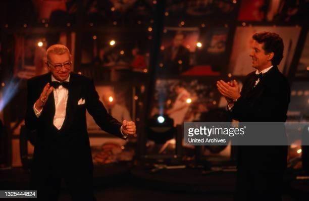 Horst Tappert und Michael Schanze bei der Verleihung des Telestar 1998 in Köln, Deutschland 1998 im Maritim Hotel(.