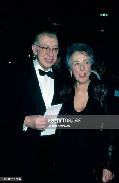 Horst Tappert und Ursula Pistor bei der Verleihung des Telestar 1998 in Köln, Deutschland 1998 im Maritim Hotel(.