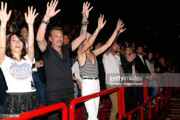 Hortense d'Esteve Singer Johnny Hallyday with his wife Laeticia Hallyday and Matt Pokora in the stand while Patrick Bruel performs at his last...