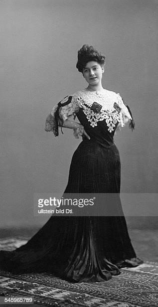 Horwitz Miriam *18891967Soubrette Schauspielerin Regisseurin DFrau von Erich Ziegel Porträt 1905 Foto Atelier Westendorp Inh Ernst Ohle Köln