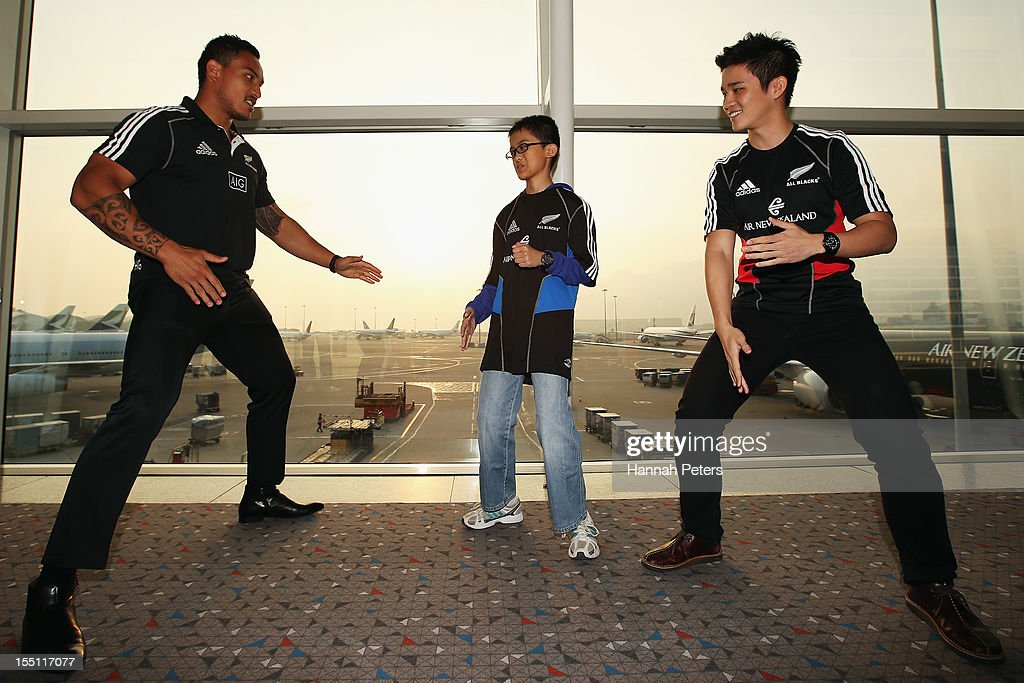 All Blacks Arrive In Hong Kong