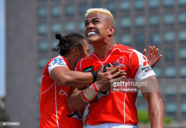 Hosea Saumaki of the Sunwolves celebrates scoring his side's sixth try during the Super Rugby match between Sunwolves and Reds at Prince Chichibu...