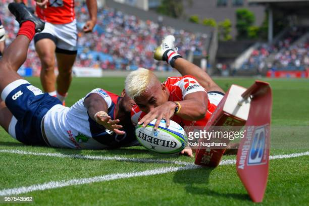 Hosea Saumaki of the Sunwolves dives to score his side's sixth try with his team mates during the Super Rugby match between Sunwolves and Reds at...