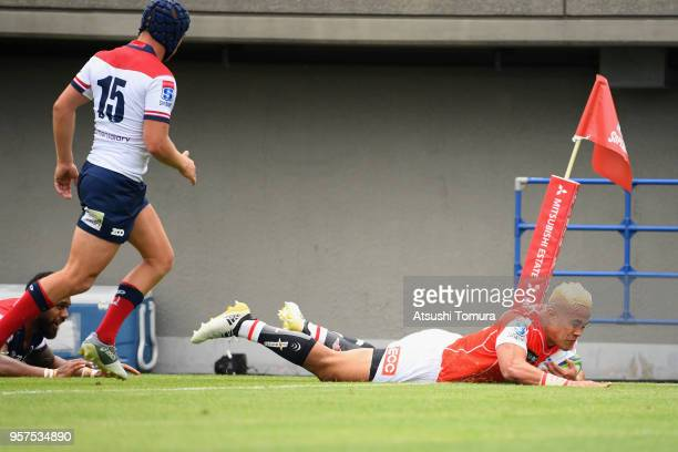 Hosea Saumaki of the Sunwolves dives to score his side's third try during the Super Rugby match between Sunwolves and Reds at Prince Chichibu...