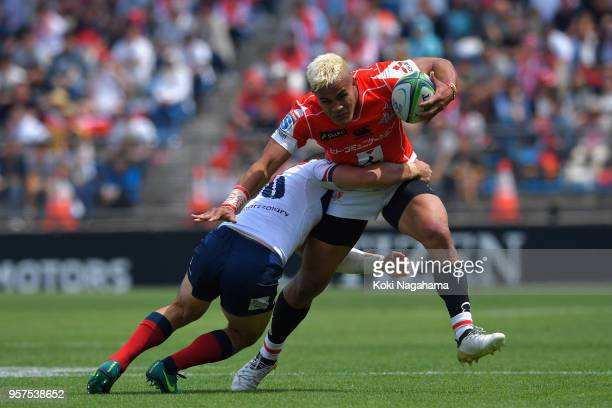 Hosea Saumaki of the Sunwolves is tackled by Jono Lance of the Reds during the Super Rugby match between Sunwolves and Reds at Prince Chichibu...