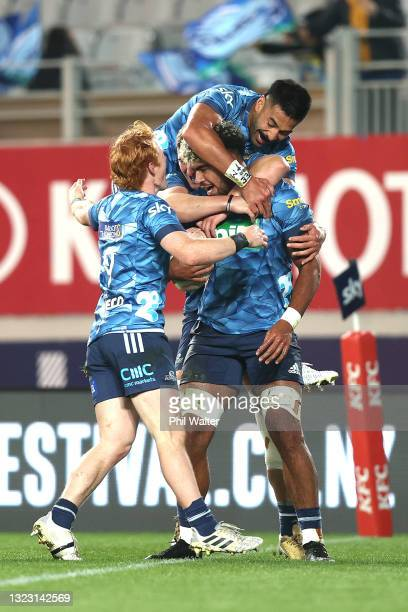 Hoskins Sotutu of the Blues celebrates his try during the round five Super Rugby Trans-Tasman match between the Blues and the Western Force at Eden...