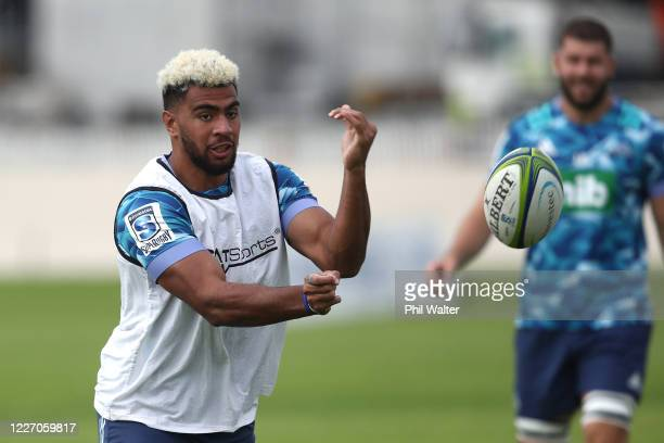 Hoskins Sotutu of the Blues passes during a Blues Super Rugby training session at Alexandra Park on May 26 2020 in Auckland New Zealand