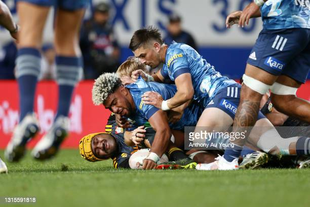 Hoskins Sotutu of the Blues scores a try against Pita Gus Sowakula of the Chiefs during the round 10 Super Rugby Aotearoa match between the Blues and...