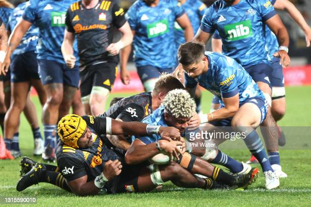 Hoskins Sotutu of the Blues scores a try during the round 10 Super Rugby Aotearoa match between the Blues and the Chiefs at Eden Park, on May 01 in...