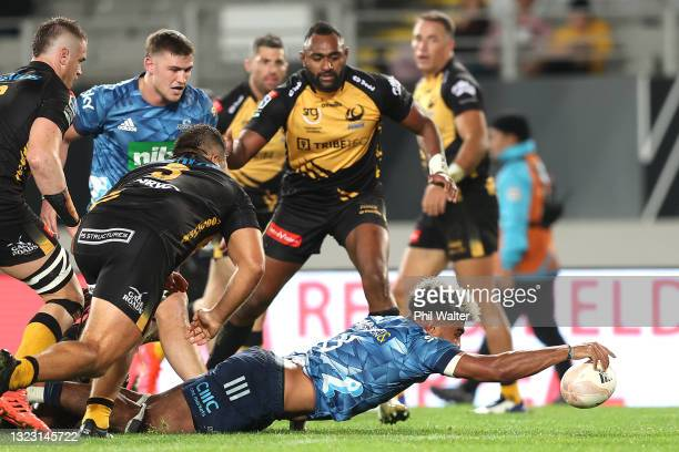 Hoskins Sotutu of the Blues scores a try during the round five Super Rugby Trans-Tasman match between the Blues and the Western Force at Eden Park on...
