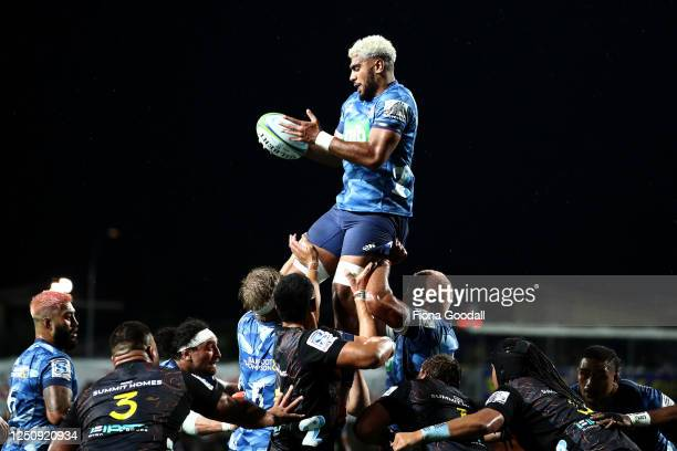 Hoskins Sotutu of the Blues wins lineout ball during the round 2 Super Rugby Aotearoa match between the Chiefs and the Blues at FMG Stadium Waikato...