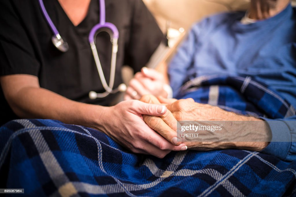Hospice Nurse visiting an elderly male patient : Stock Photo
