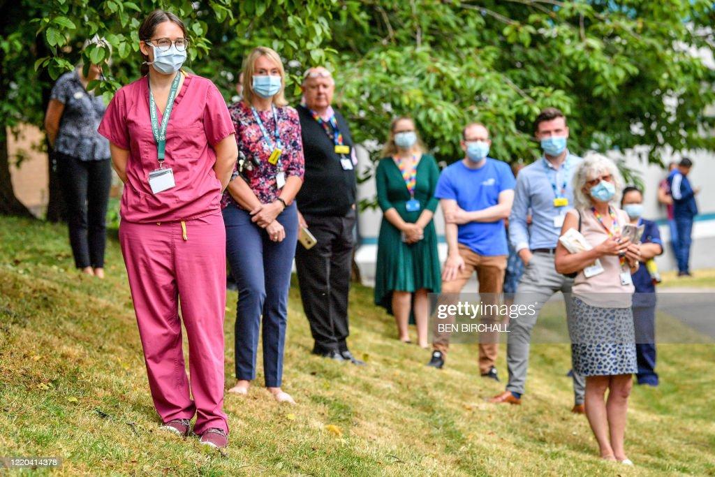 BRITAIN-HEALTH-VIRUS-ROYALS : News Photo
