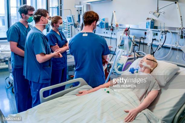 Hospital doctors are instructed to handle a ventilator at the Universitaetsklinikum Eppendorf in Hamburg on March 25 2020 Currently ten Covid19/...