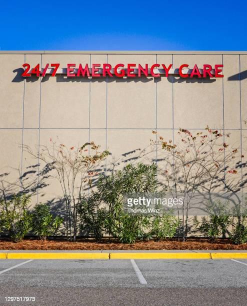 hospital emergency care sign - 24時間営業 ストックフォトと画像