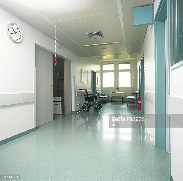 病院の床、車椅子