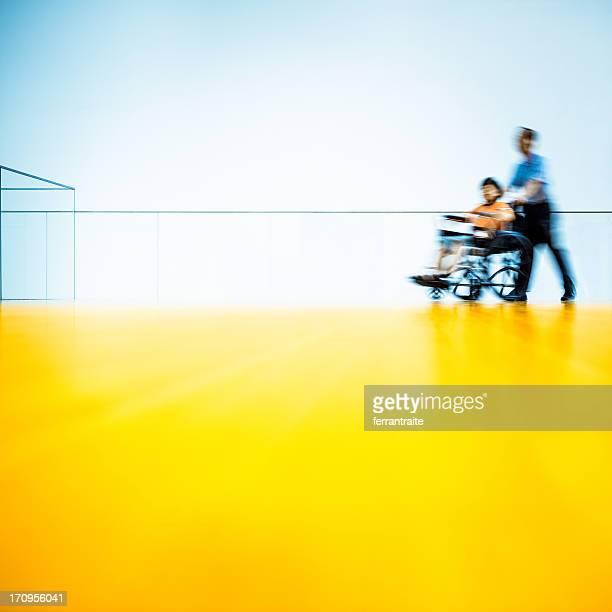 Hospital acceso para silla de ruedas