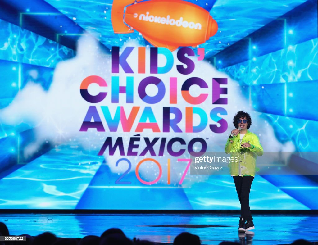 Host Axel Escalante speaks onstage during the Nickelodeon Kids' Choice Awards Mexico 2017 at Auditorio Nacional on August 19, 2017 in Mexico City, Mexico.