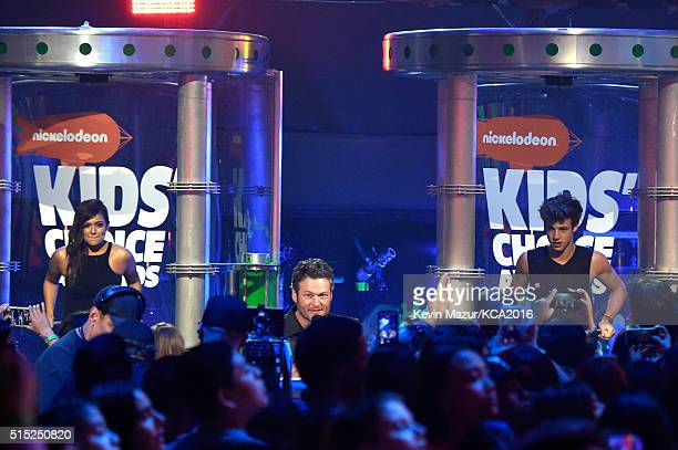 Host Blake Shelton speaks as Internet personalities Bethany Mota and Cameron Dallas stand in slime tanks onstage during Nickelodeon's 2016 Kids'...