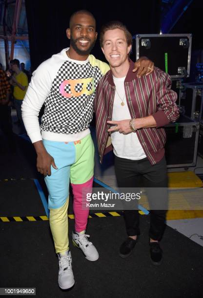 Host Chris Paul and snowboarder Shaun White pose backstage at the Nickelodeon Kids' Choice Sports 2018 at Barker Hangar on July 19 2018 in Santa...