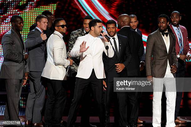 Host Drake with NFL players Golden Tate Malcolm Smith Russell Wilson Richard Sherman and teammates from the Seattle Seahawks winners of the Best Team...