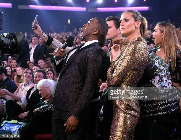 Host Jay Pharoah and model Heidi Klum take a selfie during the 2016 American Music Awards at Microsoft Theater on November 20 2016 in Los Angeles...