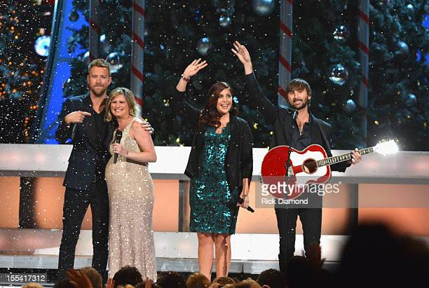 Host Jennifer Nettles performs onstage with Charles Kelley Hillary Scott and Dave Haywood of Lady Antebellum during the 2012 Country Christmas...