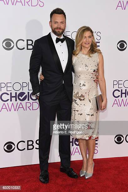 Host Joel McHale and Sarah Williams attend the People's Choice Awards 2017 at Microsoft Theater on January 18 2017 in Los Angeles California