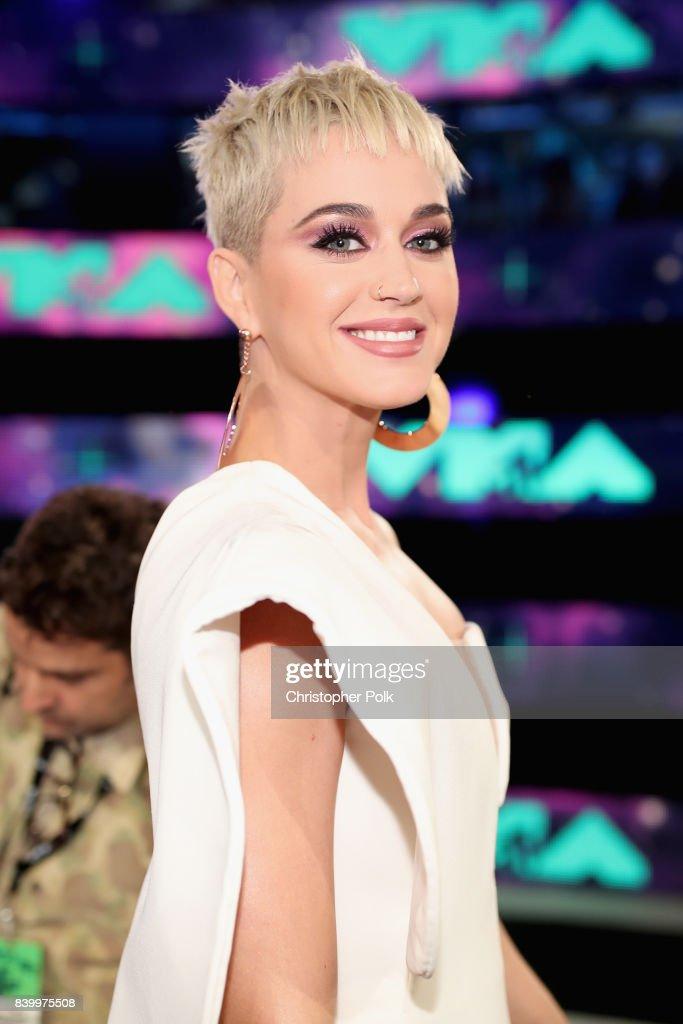2017 MTV Video Music Awards - Red Carpet : Fotografía de noticias