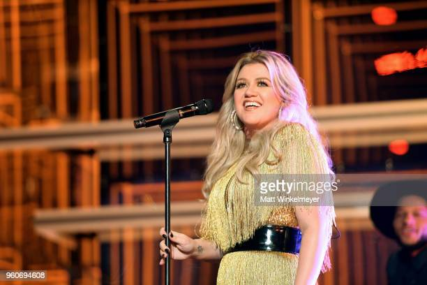 Host Kelly Clarkson performs onstage at the 2018 Billboard Music Awards at MGM Grand Garden Arena on May 20 2018 in Las Vegas Nevada