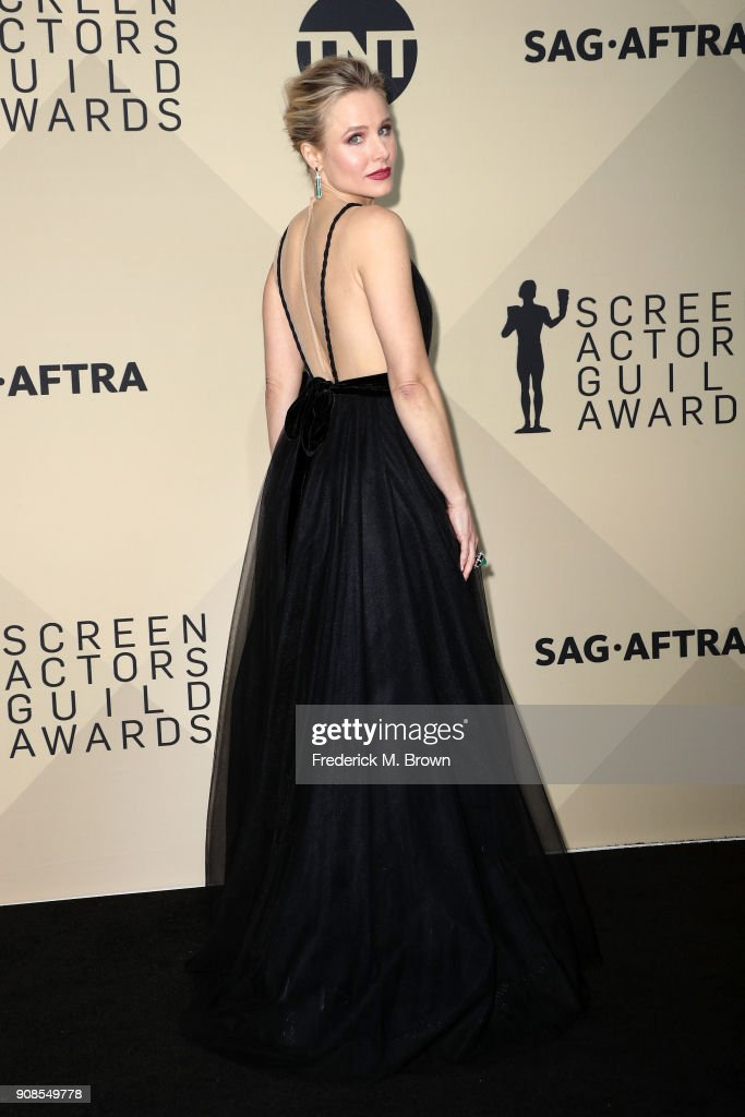 Host Kristen Bell poses in the press room during the 24th Annual Screen Actors Guild Awards at The Shrine Auditorium on January 21, 2018 in Los Angeles, California. 27522_017