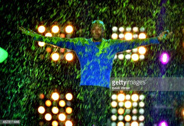 Host Michael Strahan gets slimed onstage during Nickelodeon Kids' Choice Sports Awards 2014 at UCLA's Pauley Pavilion on July 17 2014 in Los Angeles...