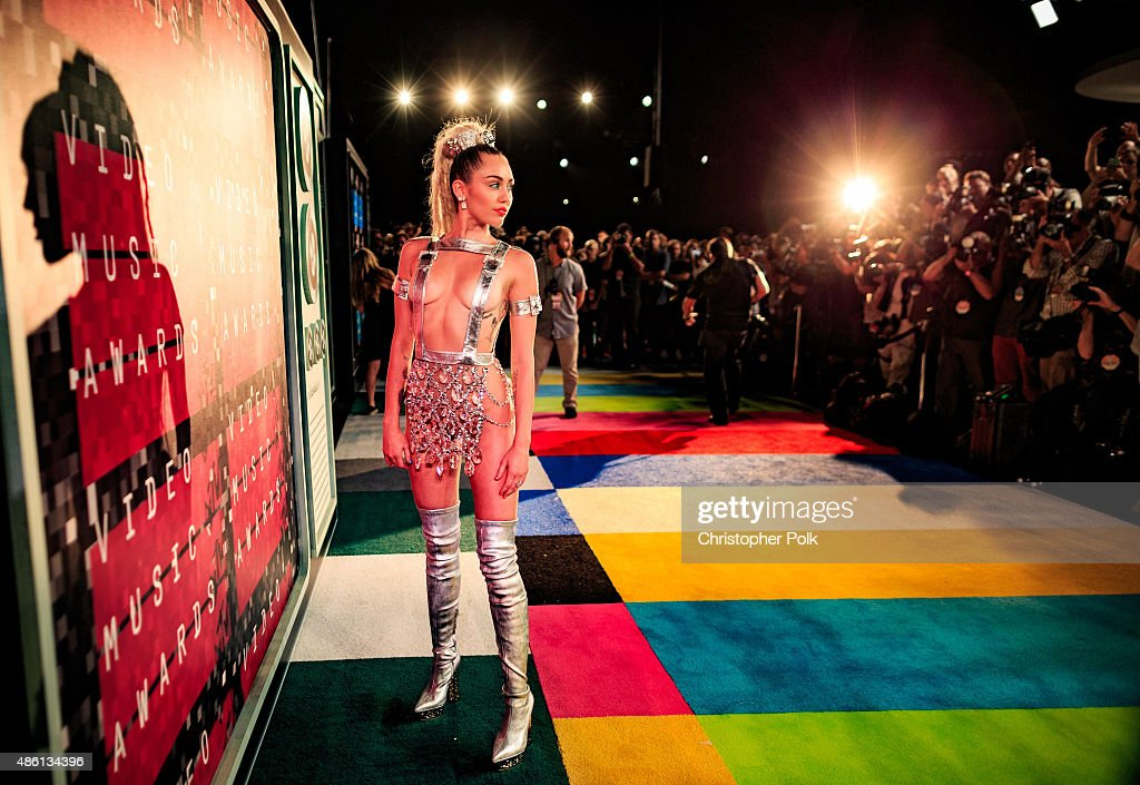 2015 MTV Video Music Awards - Red Carpet : News Photo