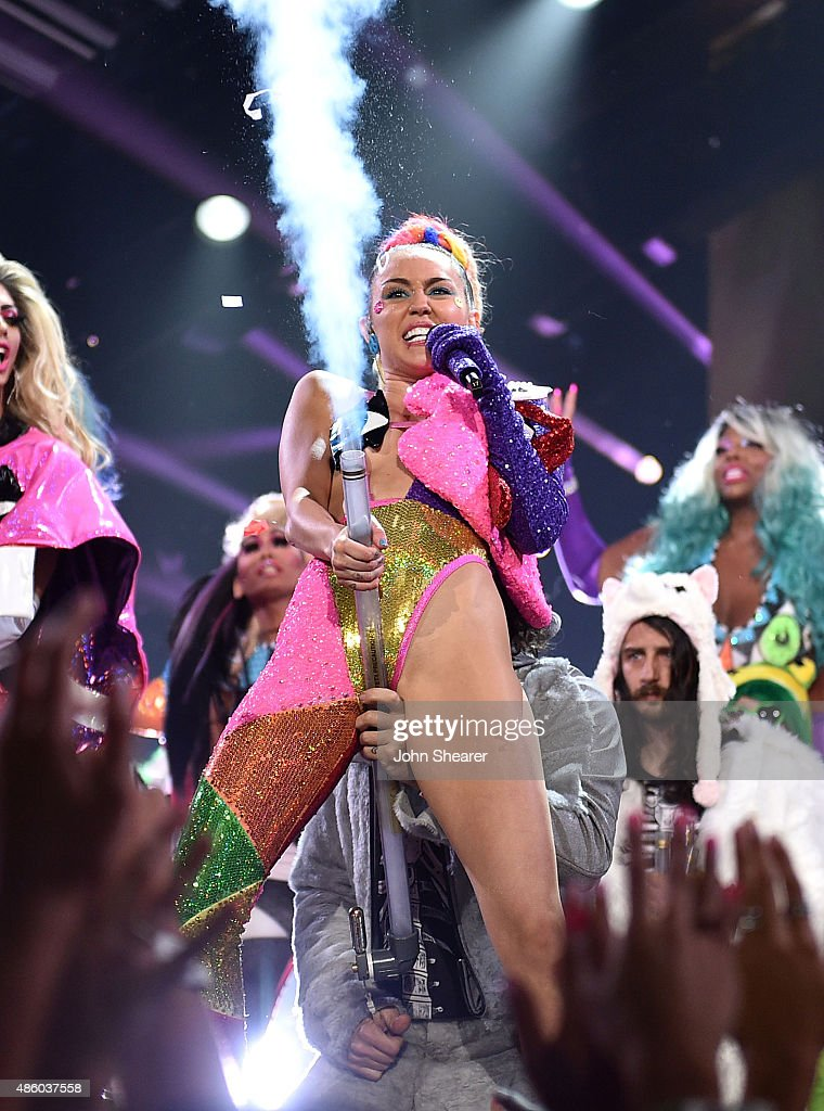 Host Miley Cyrus, styled by Simone Harouche, performs onstage during the 2015 MTV Video Music Awards at Microsoft Theater on August 30, 2015 in Los Angeles, California.