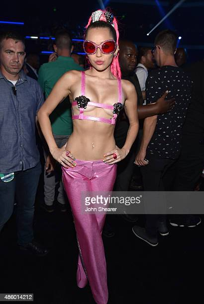 Host Miley Cyrus, styled by Simone Harouche, poses backstage during the 2015 MTV Video Music Awards at Microsoft Theater on August 30, 2015 in Los...