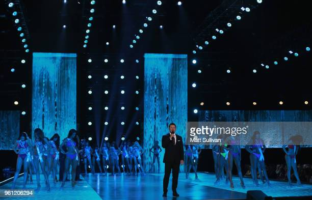 Host Nick Lachey speaks to the audience during the 2018 Miss USA Competition at George's Pond at Hirsch Coliseum on May 21 2018 in Shreveport...